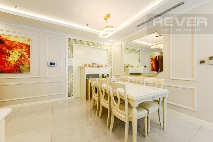 Bàn ăn Căn hộ Vinhomes Central Park 3PN đầy đủ nội thất, có thể dọn vào ở ngay