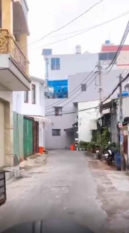 Hẻm nhà phố Bình Tân Nhà phố diện tích đất 4mx8m nằm trong hẻm xe hơi, hướng Tây Bắc.