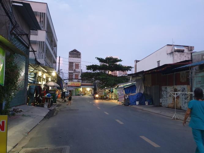 mặt đường Nhà phố mặt tiền đường nhựa, bàn giao sổ hồng riêng đầy đủ.