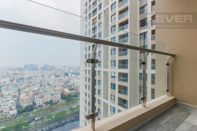Balcony Căn hộ The Gold View 2 phòng ngủ tầng cao A2 view hướng sông