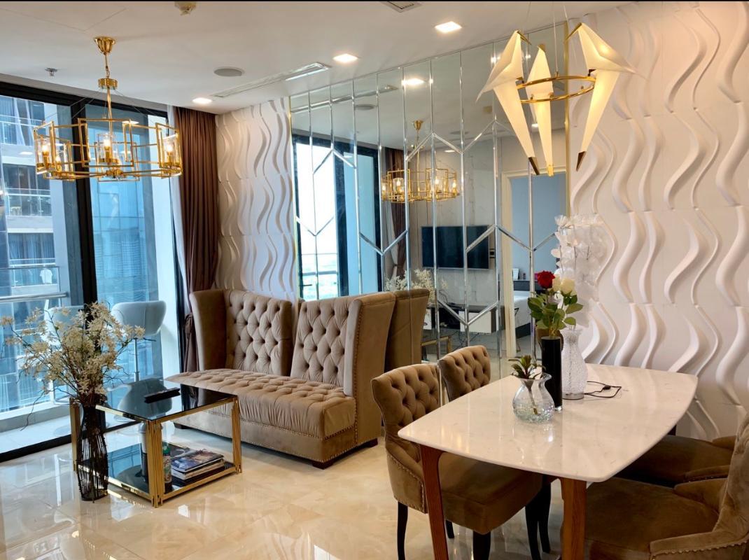 Phòng khách Bán hoặc cho thuê căn hộ Vinhomes Golden River 2PN, tháp The Aqua 2, diện tích 68m2, đầy đủ nội thất cao cấp, view Bitexco