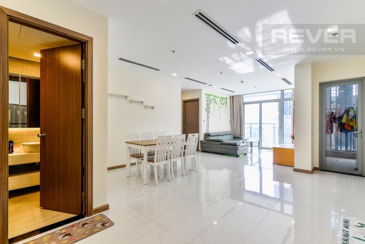 Phòng Khách Căn hộ Vinhomes Central Park tầng cao, park 1, 3 phòng ngủ full nội thất