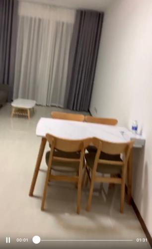 Phòng khách căn hộ One Verandah, Quận 2 Căn hộ One Verandah bàn giao đầy đủ nội thất, hướng Tây Nam.