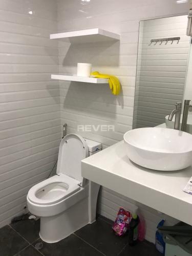 Phòng tắm RichStar, Tân Phú Căn hộ RichStar ban công rộng rãi, bàn giao đầy đủ nội thất.