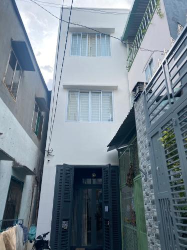 Bán nhà phố đường Đoàn Văn Bơ phường 18 quận 4, diện tích đất 51.2m2, sổ hồng đầy đủ
