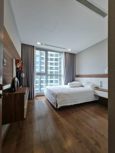 nội thất căn hộ Căn hộ Vinhomes Central Park hướng Đông, nội thất đầy đủ.