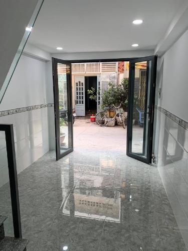 Bán nhà phố cách cầu Bông 200m, diện tích đất 20.3m2, diện tích sàn 39.8m2, nội thất cơ bản, sổ hồng đầy đủ.