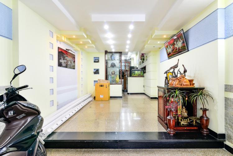 Cho thuê nhà phố đường Cô Giang, đầy đủ nội thất, diện tích đất 80m2, cách Phố Bùi Viện 700m