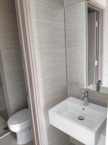 Phòng tắm căn hộ Vinhomes Grand Park Căn hộ tầng cao Vinhomes Central Park nội thất cơ bản, view nội khu.