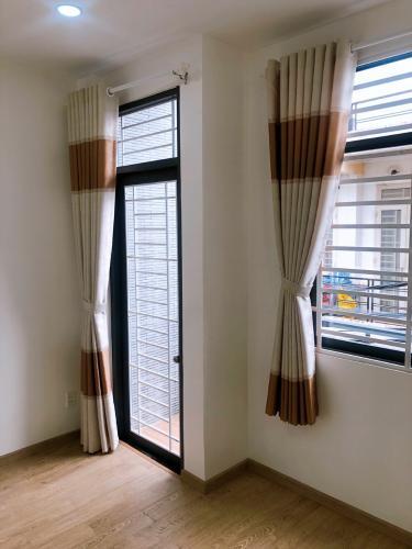 Phòng ngủ nhà phố Bình Tân Nhà phố diện tích đất 4mx8m nằm trong hẻm xe hơi, hướng Tây Bắc.