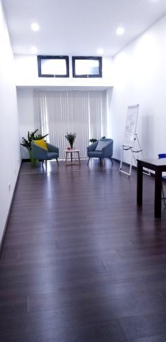 không gian căn hộ The Sun Avenue Căn hộ The Sun Avenue đón view nội khu, đầy đủ nội thất.