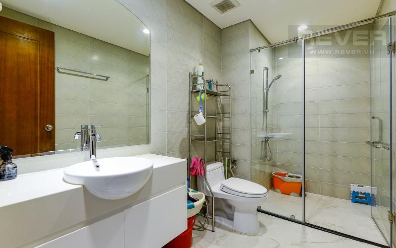 phòng tắm 2 Căn góc Vinhomes Central Park tầng cao C2 full nội thất, view sông