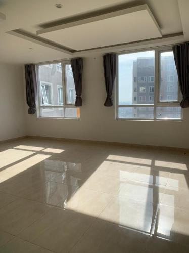 Căn hộ The CBD Premium Home tầng trung, ban công view nội khu.