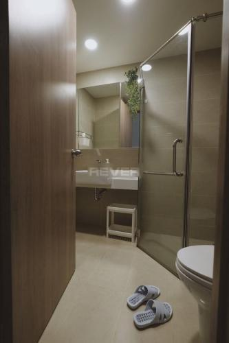 Phòng tắm Icon 56, Quận 4 Căn hộ Studio Icon 56 tầng trung, ban công hướng Đông Nam.