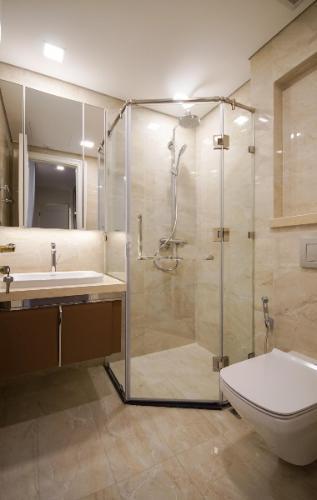 Phòng tắm Vinhomes Golden River, Quận 1 Căn hộ Vinhomes Golden River tầng cao, ban công view Đông Bắc.