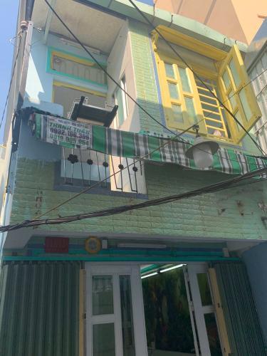 Bán nhà phố 2 tầng hẻm chính đường Vĩnh Hội, phường 4, Quận 4, diện tích đất 16.7m2, diệc tích sử dụng 33.4m2.