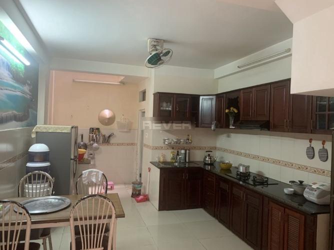 Phòng bếp nhà phố Nguyễn Thượng Hiền, Quận 3 Nhà phố trung tâm quận 3, hẻm 4.5m , hướng Đông Bắc.