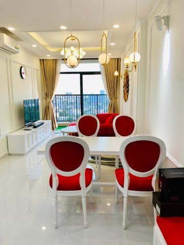 Phòng khách Jamila Khang Điền, Quận 9 Căn hộ Jamila Khang Điền tầng cao, hướng Tây Nam view biệt thự.