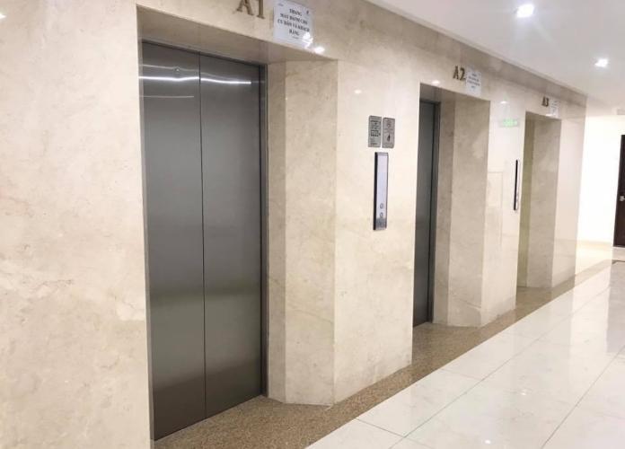 Sảnh thang máy Sky Center Phổ Quang Căn hộ Officetel Sky Center nội thất cơ bản, hướng Đông.
