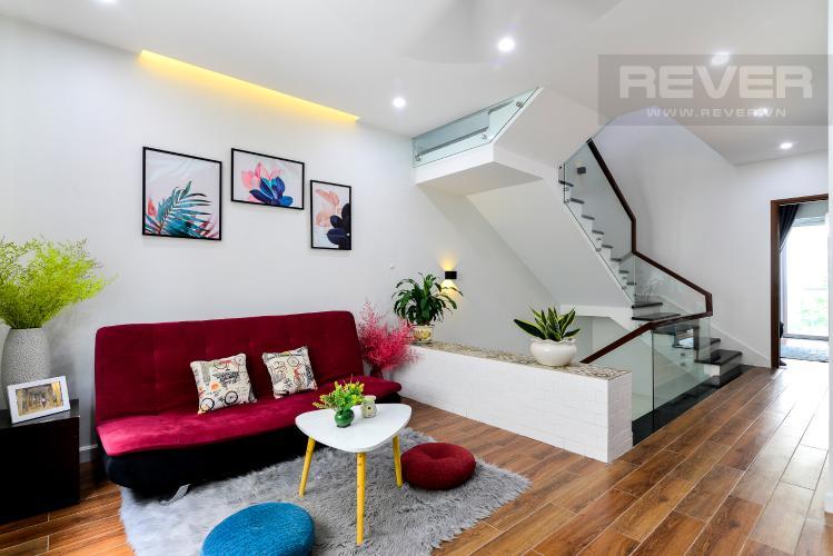 Tầng 1 Cho thuê nhà phố 3 tầng, 4PN, đường Liên Phường, Q.9, đầy đủ nội thất, diện tích đất 90m2