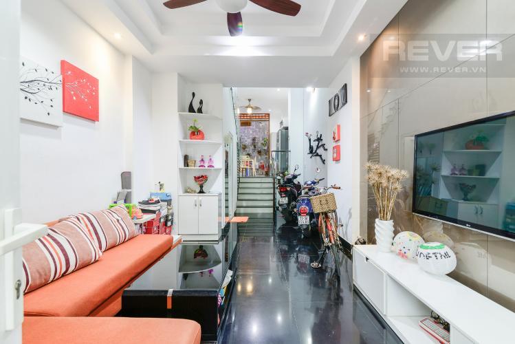 Phòng Khách Nhà phố 1 trệt, 3 lầu, 4 phòng ngủ có sân thượng hẻm đường Nguyễn Thiện Thuật