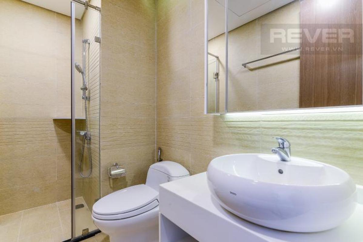 Phong tam master Bán căn hộ Vinhomes Central Park 2PN, diện tích 72m2, đầy đủ nội thất, view sông và công viên