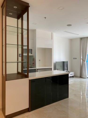 Không gian căn hộ vinhomes Golden River , Quận 1 Căn hộ Vinhomes Golden River tầng 6 ban công hướng Tây Nam thoáng mát.