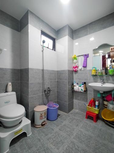 Phòng tắm nhà phố Nguyễn Thông, Quận 3 Nhà phố hẻm quận 3 đầy đủ nội thất, không gian thoáng đãng.