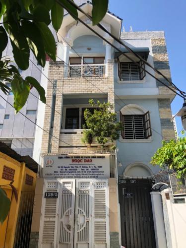 Cho thuê nhà hẻm 1 sẹc Lý Chính Thắng, Quận 3, diện tích đất 58m2, nội thất cơ bản, sổ hồng