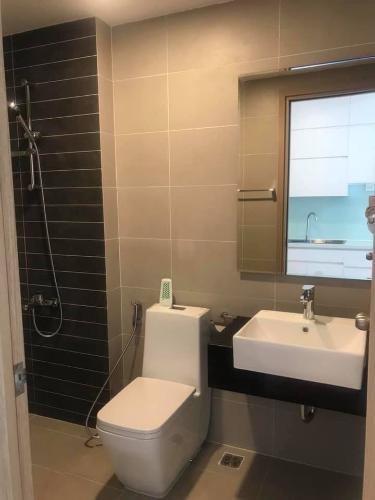 Toilet Saigon Mia, Bình Chánh Căn hộ Officetel Saigon Mia nội thất cơ bản, view thoáng mát.