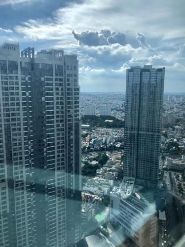 View từ Căn hộ Vinhomes Central  Park Căn hộ Vinhomes Central Park đầy đủ nội thất, view thành phố sầm uất.