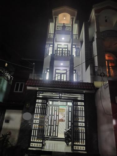 Mặt tiền văn phòng Quận Bình Tân Văn phòng Quận Bình Tân, thiết kế hiện đại 1 trệt 3 lầu diện tích 100m2.
