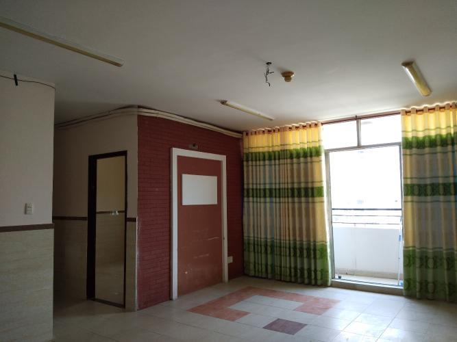 Căn hộ Chung cư Bình Mình tầng 5 gồm 3 phòng ngủ, không nội thất.