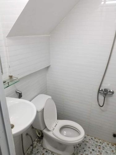 Toilet Nhà phố hướng Tây Nam, mặt tiền thuận tiện kinh doanh.