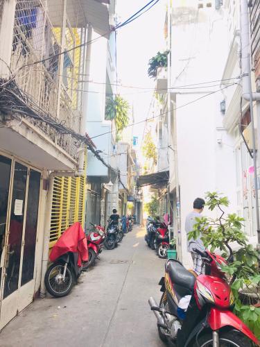 Đường hẻm nhà phố Quận 1 Nhà phố đường hẻm  Trần Quang Khải, sổ hồng đầy đủ, diện tích đất 28.6m2.