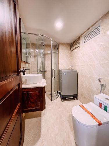 Phòng tắm căn hộ dịch vụ Quận 2 Căn hộ dịch vụ Duplex Quận 2 có ban công, đầy đủ nội thất