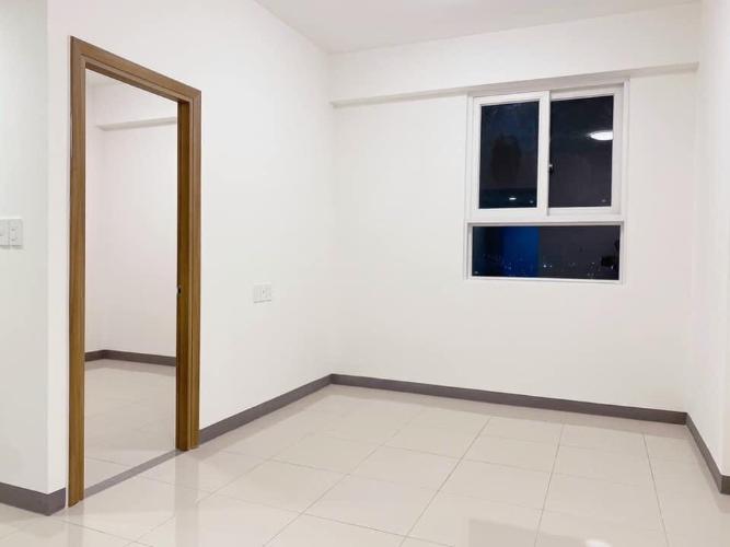 Căn hộ Imperial Place tầng 15 view thông thoáng, kèm nội thất cơ bản.