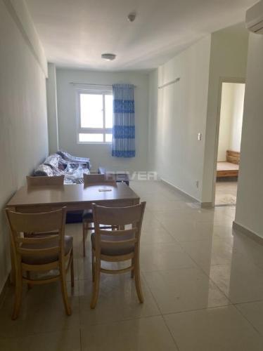 Căn hộ Topaz City tầng cao có 2 phòng ngủ, nội thất cơ bản.