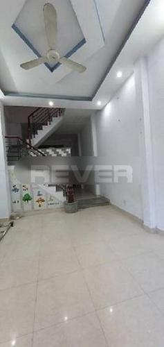 Phòng khách nhà phố Quận Bình Tân Nhà phố hẻm xe hơi Quận Bình Tân gồm 1 trệt 2 lầu, có sổ đỏ.