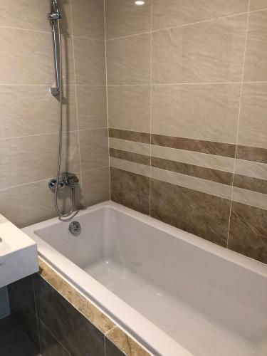 Toilet Saigon Royal, Quận 4 Căn hộ Saigon Royal tầng trung, không kèm nội thất.