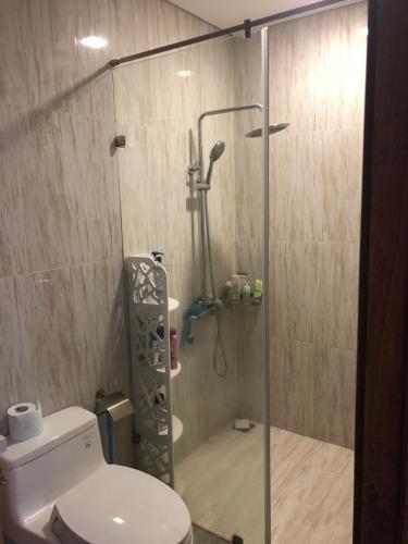 Phòng tắm căn hộ The Golden Star, Quận 7 Căn hộ The Golden Star cửa chính hướng Đông, nội thất đầy đủ.