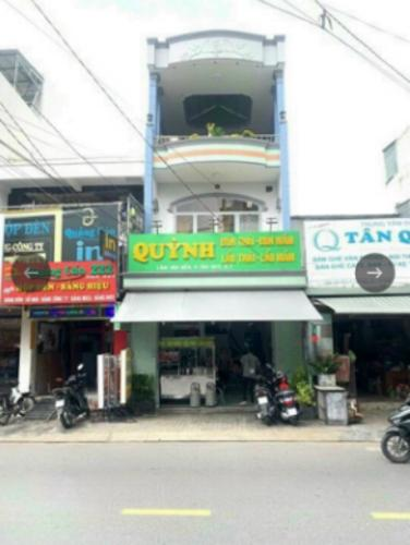 Nhà phố hướng Đông, mặt tiền đường chính tiện kinh doanh.