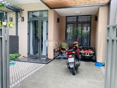 Biệt thự khu Lavila Nam Sài Gòn thiết kế tân cổ điển, nhiều tiện ích.