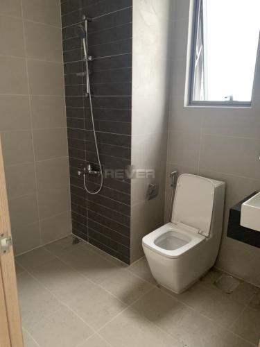 Phòng tắm căn hộ Sunrise Cityview Căn hộ Sunrise CityView ban công Đông Nam, trang bị nội thất cơ bản.