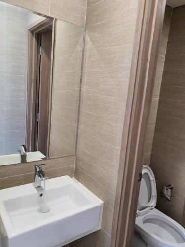 Toilet Vinhomes Grand Park Quận 9 Căn hộ Vinhomes Grand Park 2 phòng ngủ, tầng cao đón view nội khu.