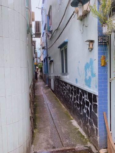 Hẻm nhà phố Trần Khắc Chân, Quận 1 Nhà phố hẻm Quận 1, hẻm xe ba gác, nội thất cơ bản.