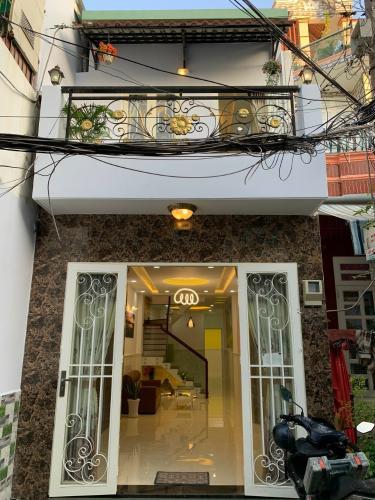 Mặt tiền nhà phố Nhà phố Bình Thạnh diện tích đất 59m2, hẻm trước nhà 6m.