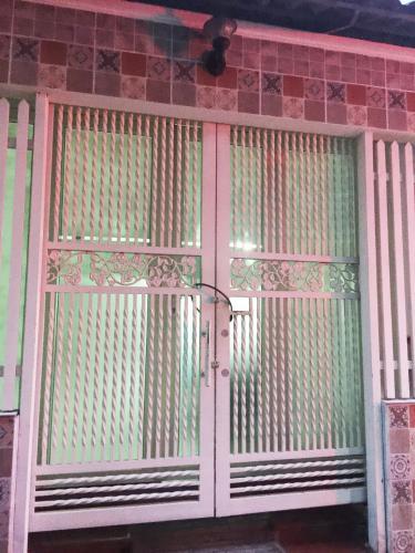 mặt tiền nhà phố Bình Thạnh Bán nhà hẻm Nguyễn Cửu Vân, kèm nội thất đầy đủ, sổ hồng chính chủ.