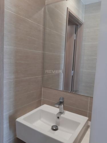 Phòng tắm căn hộ Vinhomes Grand Park Căn hộ Vinhomes Grand Park bàn giao nội thất cơ bản, view nội khu.
