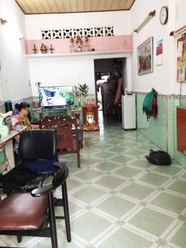 Bán nhà hẻm 91 Xóm Chiếu, Quận 4, sổ hồng, cách MT Đoàn Văn Bơ 50m